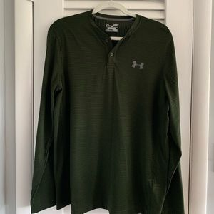 Men's Under Armor L/S striped two button Henley.